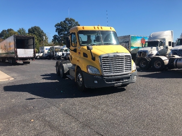 Day Cab Tractor-Heavy Duty Tractors-Freightliner-2013-Cascadia 11364ST-CHARLOTTE-NC-438,760 miles-$34,000