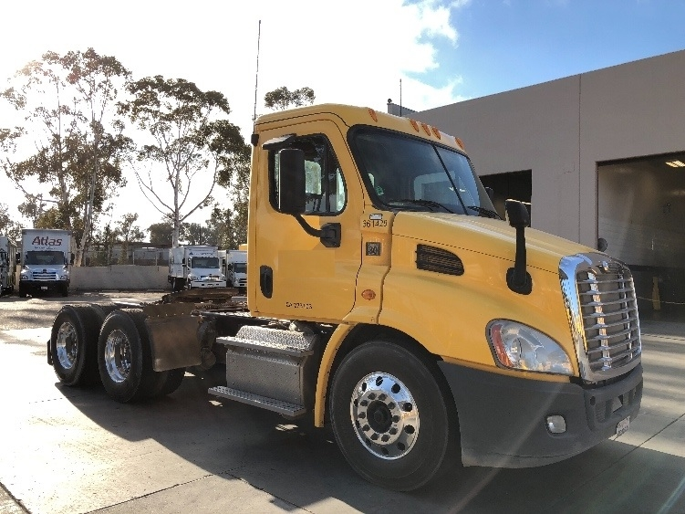 Day Cab Tractor-Heavy Duty Tractors-Freightliner-2013-Cascadia 11364ST-TORRANCE-CA-212,535 miles-$49,250