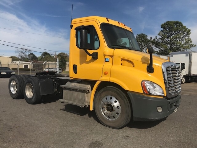 Day Cab Tractor-Heavy Duty Tractors-Freightliner-2013-Cascadia 11364ST-HOMEWOOD-AL-258,623 miles-$38,750