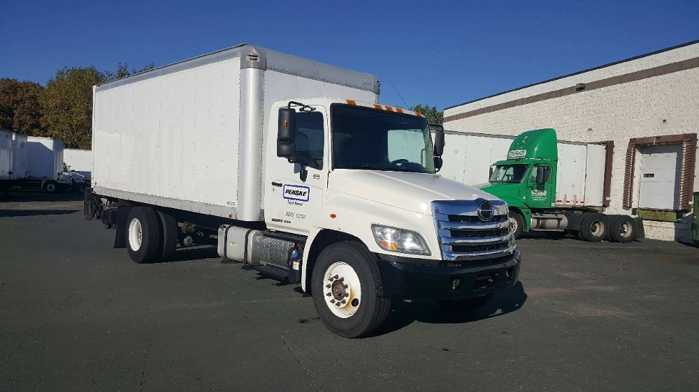 Medium Duty Box Truck-Light and Medium Duty Trucks-Hino-2013-338-BROOKLYN PARK-MN-151,974 miles-$32,250