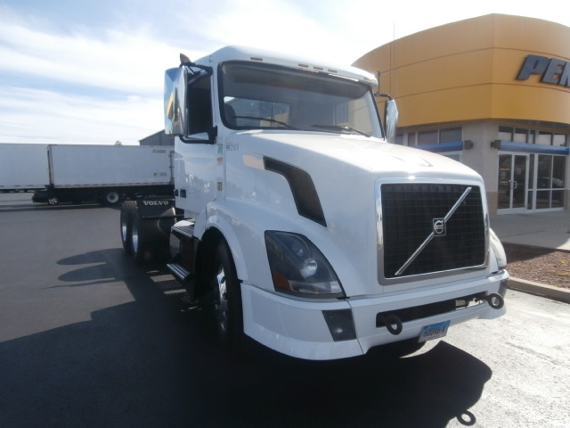 Day Cab Tractor-Heavy Duty Tractors-Volvo-2013-VNL64T300-WEST HAVEN-CT-300,641 miles-$47,750