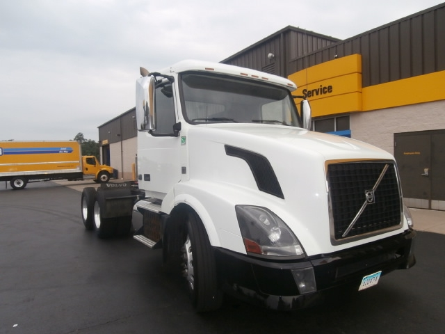 Day Cab Tractor-Heavy Duty Tractors-Volvo-2013-VNL64T300-WEST HAVEN-CT-268,376 miles-$46,750