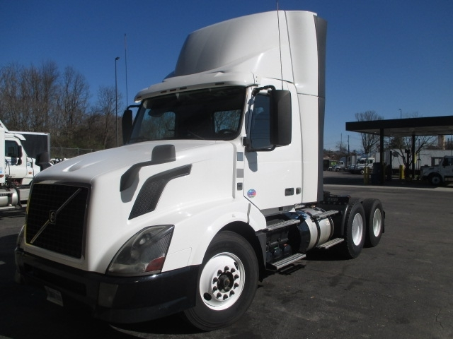 Day Cab Tractor-Heavy Duty Tractors-Volvo-2013-VNL64T300-KNOXVILLE-TN-787,994 miles-$28,250