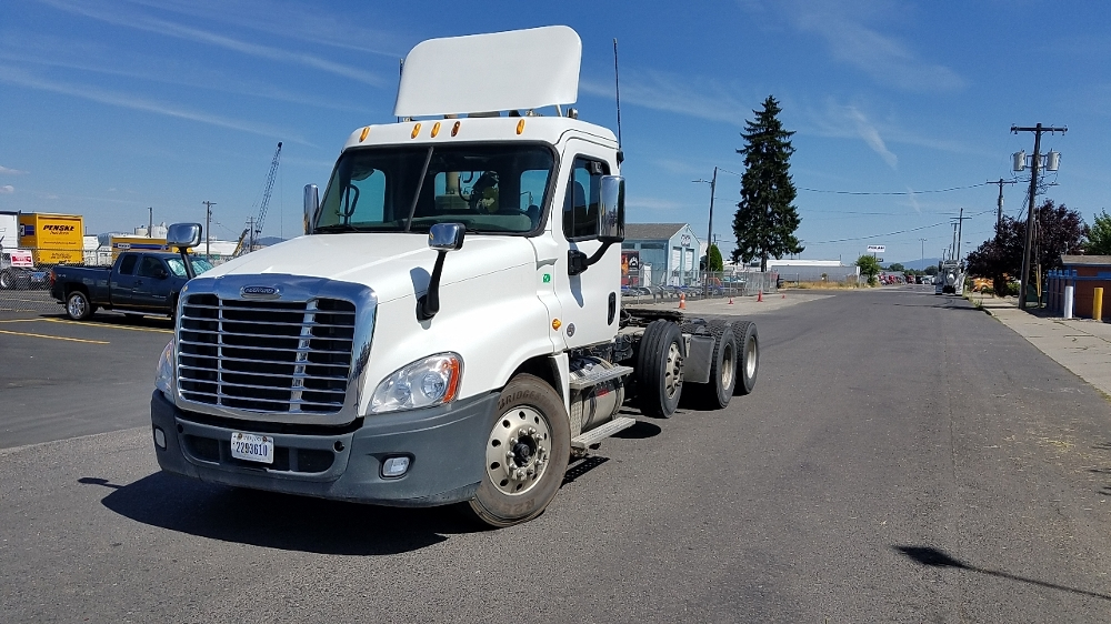 Day Cab Tractor-Heavy Duty Tractors-Freightliner-2013-Cascadia 12584ST-SPOKANE VALLEY-WA-488,471 miles-$58,000