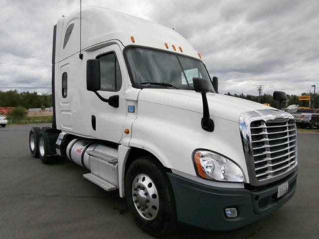 Sleeper Tractor-Heavy Duty Tractors-Freightliner-2013-Cascadia 12564ST-SCARBOROUGH-ME-431,368 miles-$52,250