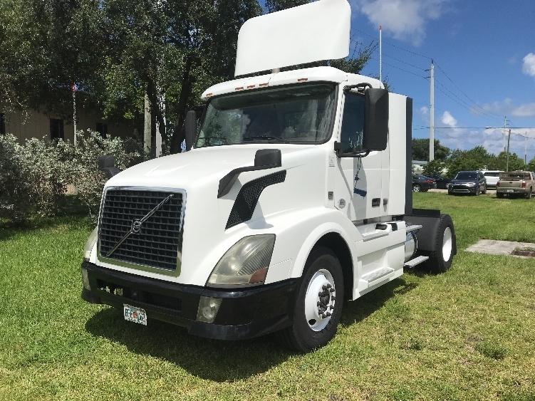 Day Cab Tractor-Heavy Duty Tractors-Volvo-2014-VNL42300-POMPANO BEACH-FL-243,482 miles-$33,500