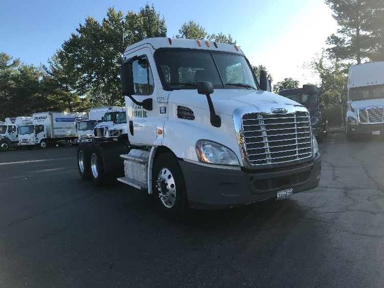 Day Cab Tractor-Heavy Duty Tractors-Freightliner-2013-Cascadia 11364ST-ESSEX-MD-337,746 miles-$34,750