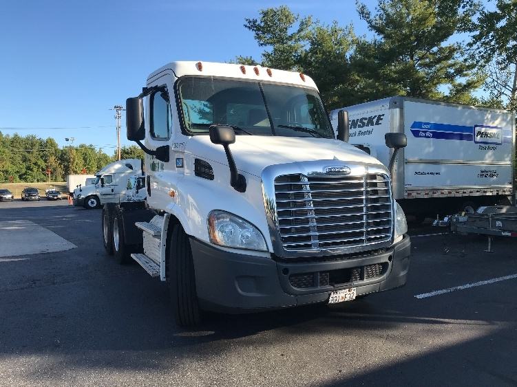 Day Cab Tractor-Heavy Duty Tractors-Freightliner-2013-Cascadia 11364ST-ESSEX-MD-347,870 miles-$34,500