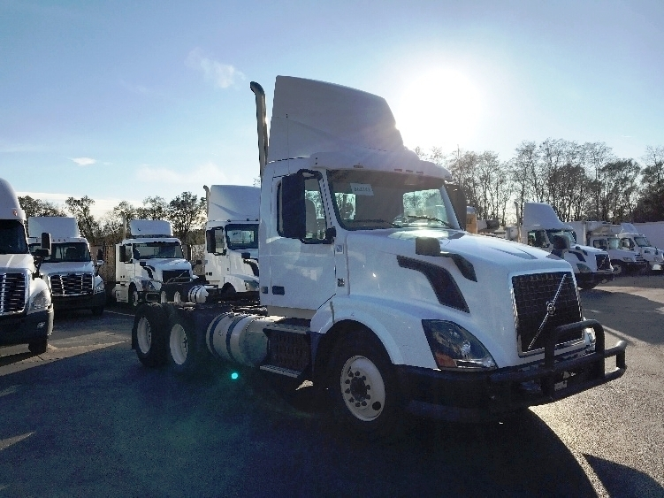 Day Cab Tractor-Heavy Duty Tractors-Volvo-2013-VNL64T300-WEST CHICAGO-IL-534,700 miles-$27,750