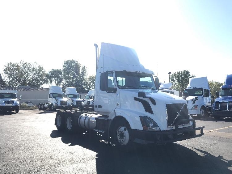 Day Cab Tractor-Heavy Duty Tractors-Volvo-2013-VNL64T300-ROCKFORD-IL-582,589 miles-$27,250