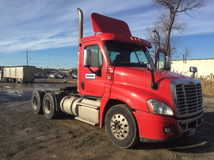 Day Cab Tractor-Heavy Duty Tractors-Freightliner-2013-Cascadia 12564ST-LIVERPOOL-NY-380,366 miles-$26,500