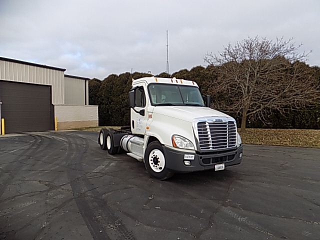 Day Cab Tractor-Heavy Duty Tractors-Freightliner-2013-Cascadia 12564ST-LA PORTE-IN-240,249 miles-$50,500