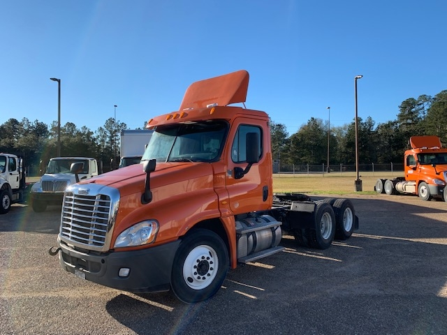 Day Cab Tractor-Heavy Duty Tractors-Freightliner-2013-Cascadia 12564ST-HAMMOND-LA-273,045 miles-$44,750