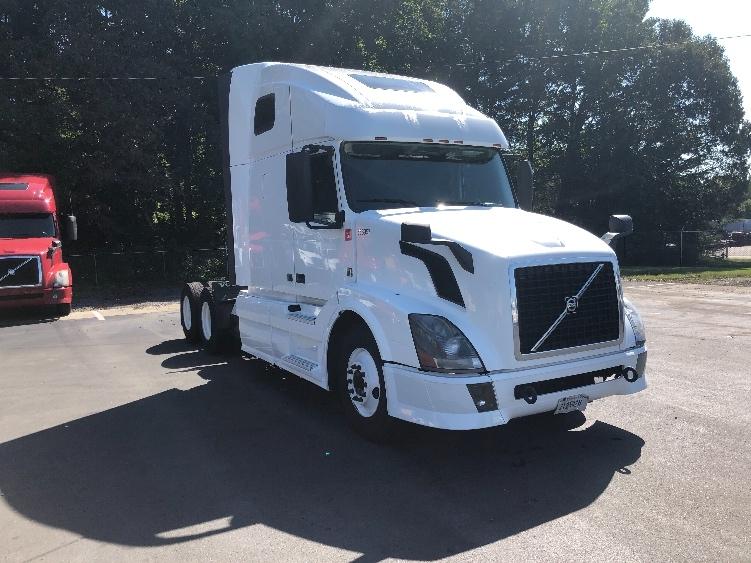 Sleeper Tractor-Heavy Duty Tractors-Volvo-2013-VNL64T670-MEBANE-NC-564,001 miles-$48,250