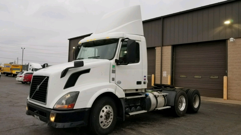 Day Cab Tractor-Heavy Duty Tractors-Volvo-2013-VNL64T300-KENTWOOD-MI-586,958 miles-$21,750