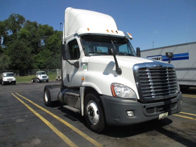 Day Cab Tractor-Heavy Duty Tractors-Freightliner-2013-Cascadia 12542ST-KNOXVILLE-TN-556,282 miles-$16,000