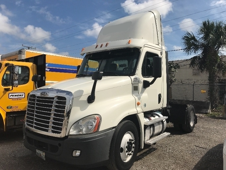 Day Cab Tractor-Heavy Duty Tractors-Freightliner-2013-Cascadia 12542ST-MIAMI-FL-447,327 miles-$25,750