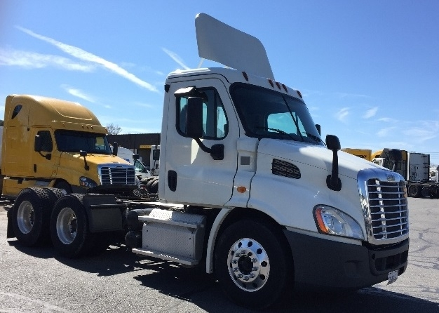 Day Cab Tractor-Heavy Duty Tractors-Freightliner-2013-Cascadia 11364ST-LITTLE ROCK-AR-384,481 miles-$40,750