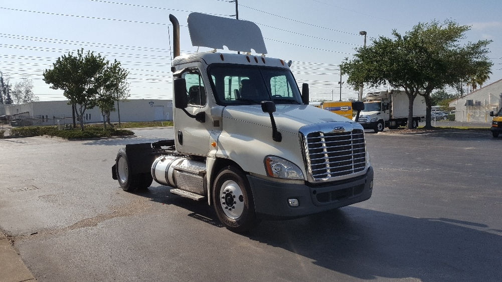 Day Cab Tractor-Heavy Duty Tractors-Freightliner-2013-Cascadia 12542ST-SAINT PETERSBURG-FL-681,457 miles-$22,750