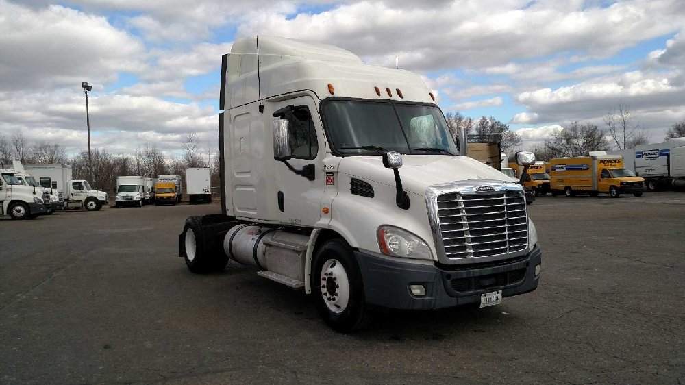 Sleeper Tractor-Heavy Duty Tractors-Freightliner-2013-Cascadia 11342ST-CANTON-OH-611,984 miles-$31,250