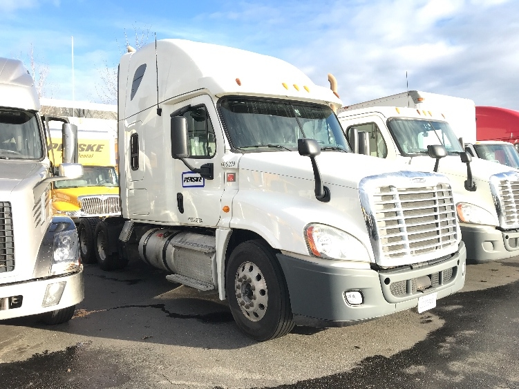 Sleeper Tractor-Heavy Duty Tractors-Freightliner-2013-Cascadia 12564ST-PORTLAND-OR-468,460 miles-$43,500