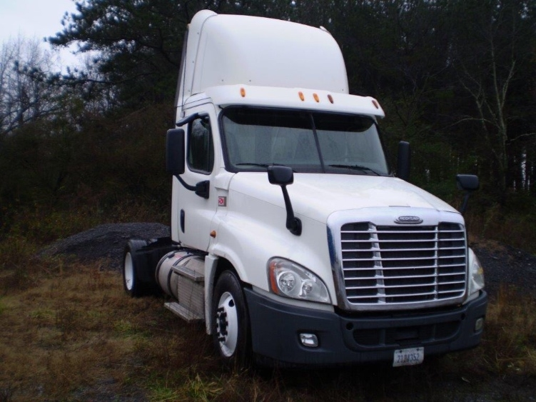 Day Cab Tractor-Heavy Duty Tractors-Freightliner-2013-Cascadia 12542ST-BOAZ-AL-747,800 miles-$27,500