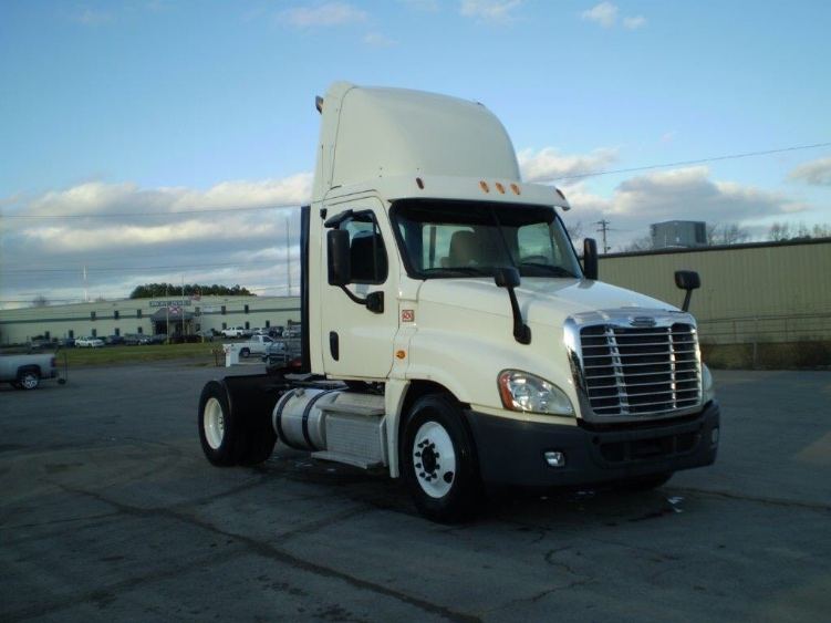 Day Cab Tractor-Heavy Duty Tractors-Freightliner-2013-Cascadia 12542ST-BOAZ-AL-691,778 miles-$25,000