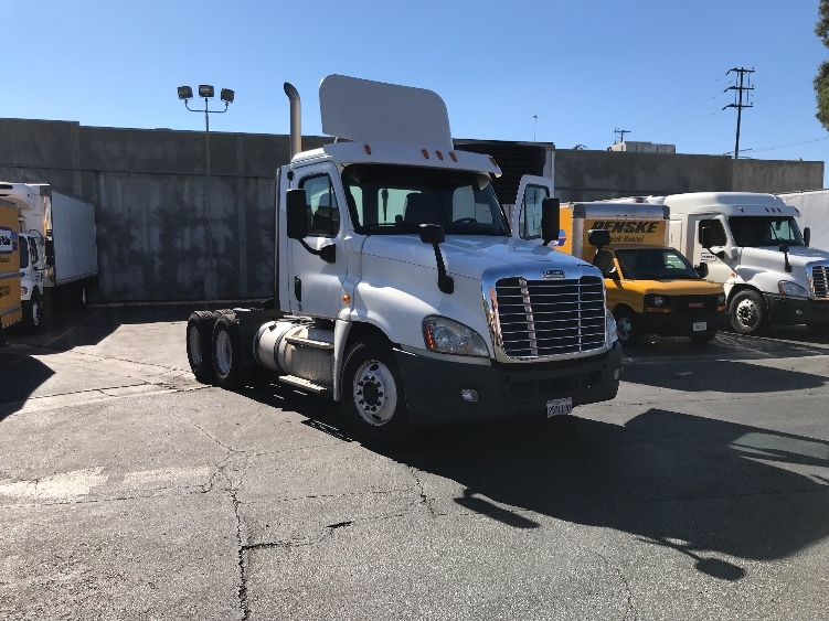 Day Cab Tractor-Heavy Duty Tractors-Freightliner-2013-Cascadia 12564ST-TORRANCE-CA-174,545 miles-$57,750