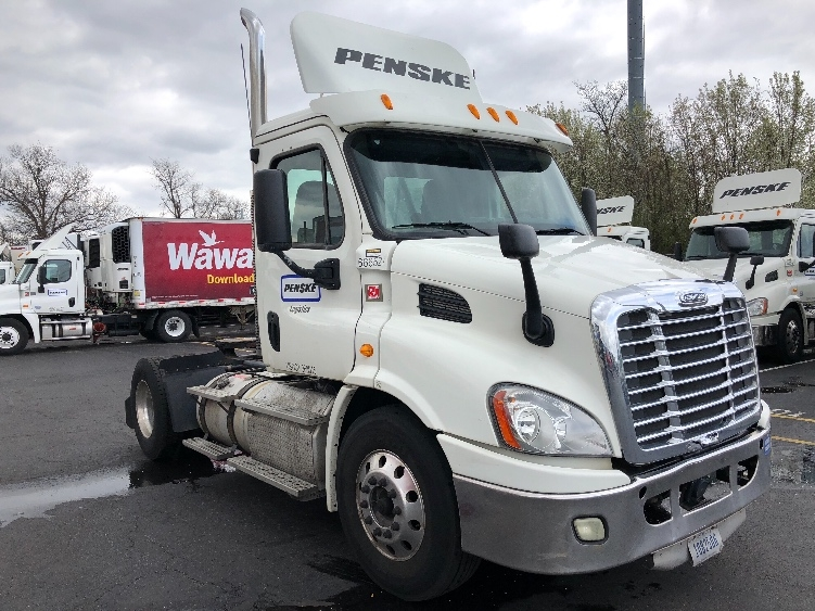 Day Cab Tractor-Heavy Duty Tractors-Freightliner-2013-Cascadia 11342ST-SWEDESBORO-NJ-400,750 miles-$38,000