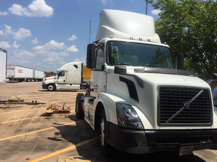 Day Cab Tractor-Heavy Duty Tractors-Volvo-2013-VNL42300-HOUSTON-TX-805,288 miles-$23,750