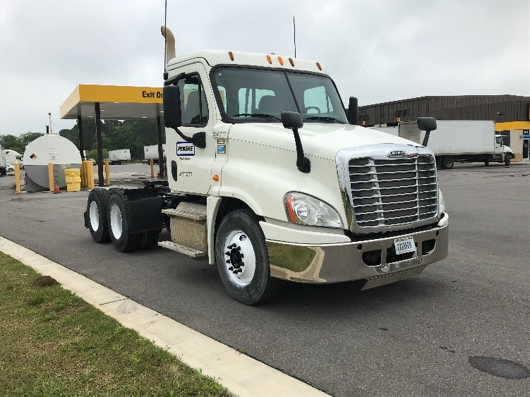 Day Cab Tractor-Heavy Duty Tractors-Freightliner-2013-Cascadia 12564ST-LAFAYETTE-LA-145,309 miles-$52,250