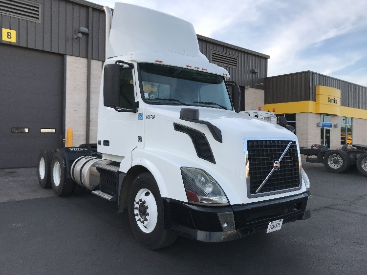 Day Cab Tractor-Heavy Duty Tractors-Volvo-2013-VNL64T300-PHOENIX-AZ-202,355 miles-$37,500