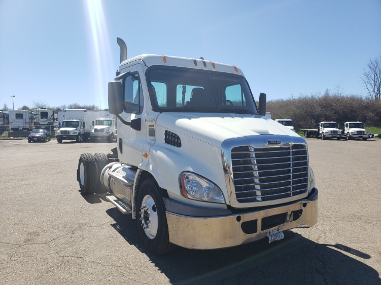 Day Cab Tractor-Heavy Duty Tractors-Freightliner-2013-Cascadia 11342ST-AKRON-OH-214,553 miles-$40,750