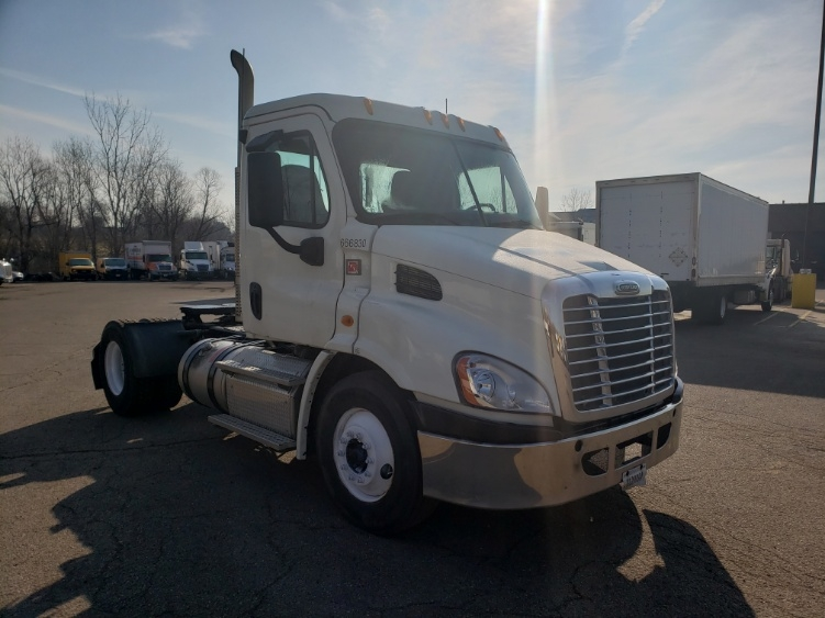 Day Cab Tractor-Heavy Duty Tractors-Freightliner-2013-Cascadia 11342ST-AKRON-OH-218,353 miles-$40,750