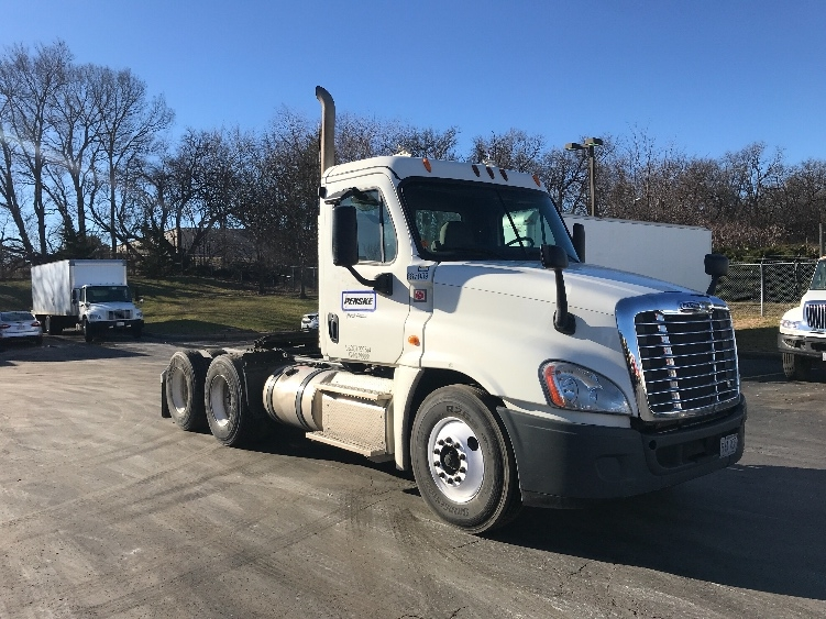 Day Cab Tractor-Heavy Duty Tractors-Freightliner-2013-Cascadia 12564ST-LENEXA-KS-368,983 miles-$46,000