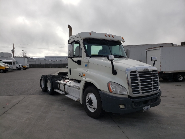 Day Cab Tractor-Heavy Duty Tractors-Freightliner-2013-Cascadia 12564ST-HAMMOND-LA-398,426 miles-$37,750