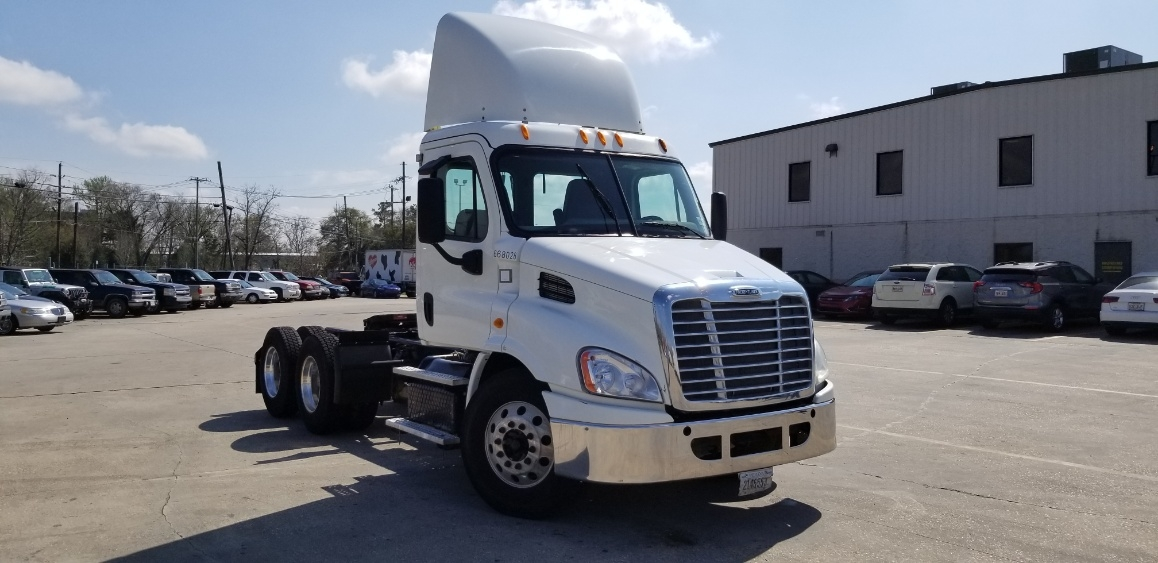 Day Cab Tractor-Heavy Duty Tractors-Freightliner-2014-Cascadia 11364ST-HAMMOND-LA-364,559 miles-$44,750