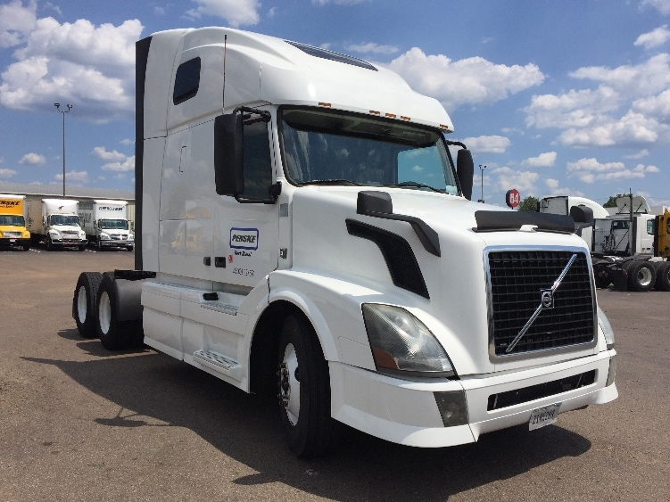 Sleeper Tractor-Heavy Duty Tractors-Volvo-2014-VNL64T670-RICHLAND-MS-545,353 miles-$45,500