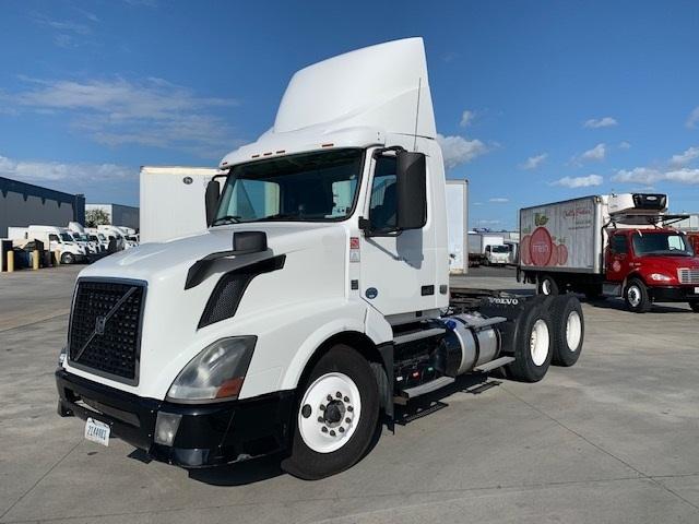 Day Cab Tractor-Heavy Duty Tractors-Volvo-2014-VNL64T300-HAMMOND-LA-325,655 miles-$40,000