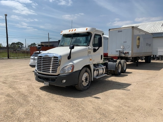 Day Cab Tractor-Heavy Duty Tractors-Freightliner-2013-Cascadia 12564ST-HAMMOND-LA-150,577 miles-$57,000