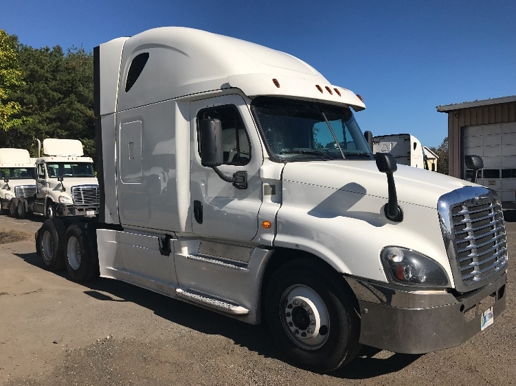 Sleeper Tractor-Heavy Duty Tractors-Freightliner-2014-Cascadia 12564ST-CHICOPEE-MA-460,322 miles-$49,250