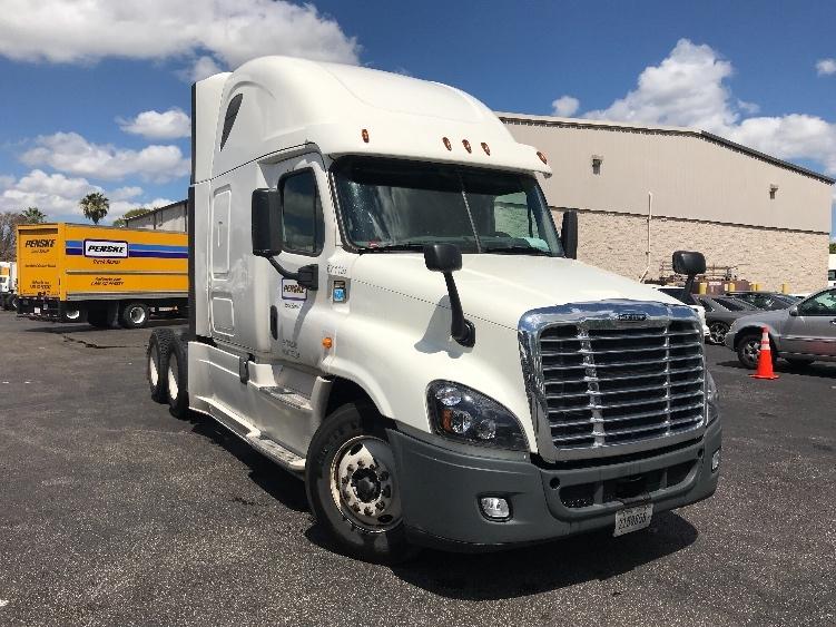 Sleeper Tractor-Heavy Duty Tractors-Freightliner-2014-Cascadia 12564ST-MEDLEY-FL-753,081 miles-$30,500