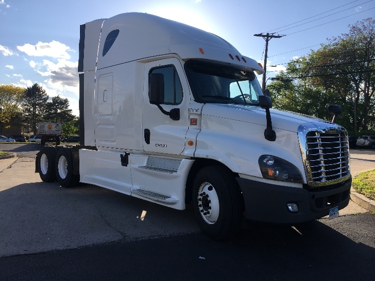 Sleeper Tractor-Heavy Duty Tractors-Freightliner-2014-Cascadia 12564ST-CHICOPEE-MA-352,057 miles-$63,250