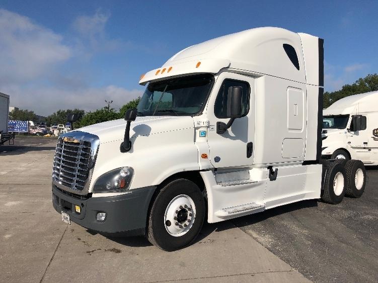 Sleeper Tractor-Heavy Duty Tractors-Freightliner-2014-Cascadia 12564ST-ORLANDO-FL-671,746 miles-$29,500