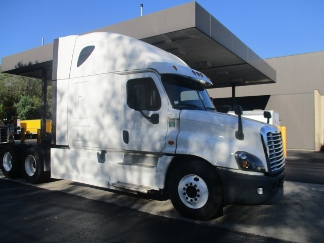 Sleeper Tractor-Heavy Duty Tractors-Freightliner-2014-Cascadia 12564ST-BALTIMORE-MD-424,131 miles-$56,500