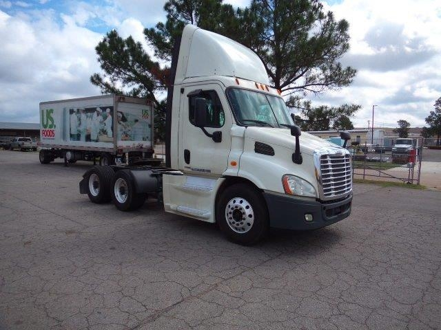 Day Cab Tractor-Heavy Duty Tractors-Freightliner-2014-Cascadia 11364ST-FORT SMITH-AR-370,815 miles-$50,750
