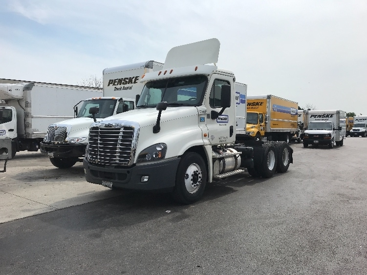 Day Cab Tractor-Heavy Duty Tractors-Freightliner-2014-Cascadia 12564ST-CHESTER-VA-368,711 miles-$43,000