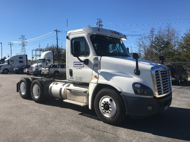 Day Cab Tractor-Heavy Duty Tractors-Freightliner-2014-Cascadia 12564ST-GREER-SC-342,687 miles-$46,750