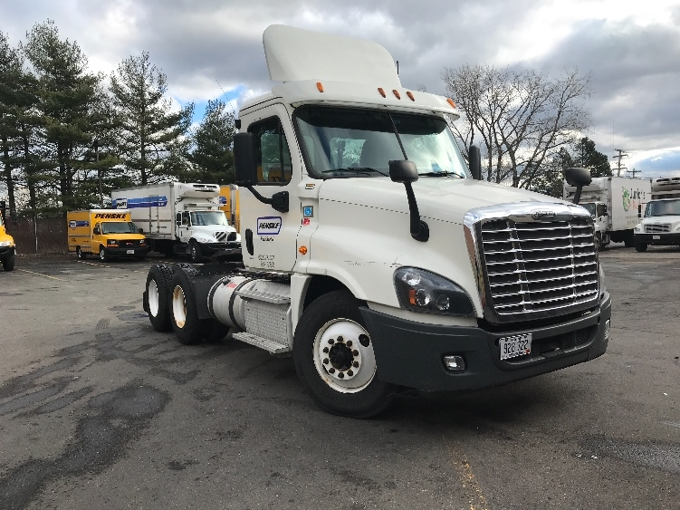 Day Cab Tractor-Heavy Duty Tractors-Freightliner-2014-Cascadia 12564ST-SCARBOROUGH-ME-384,052 miles-$45,000