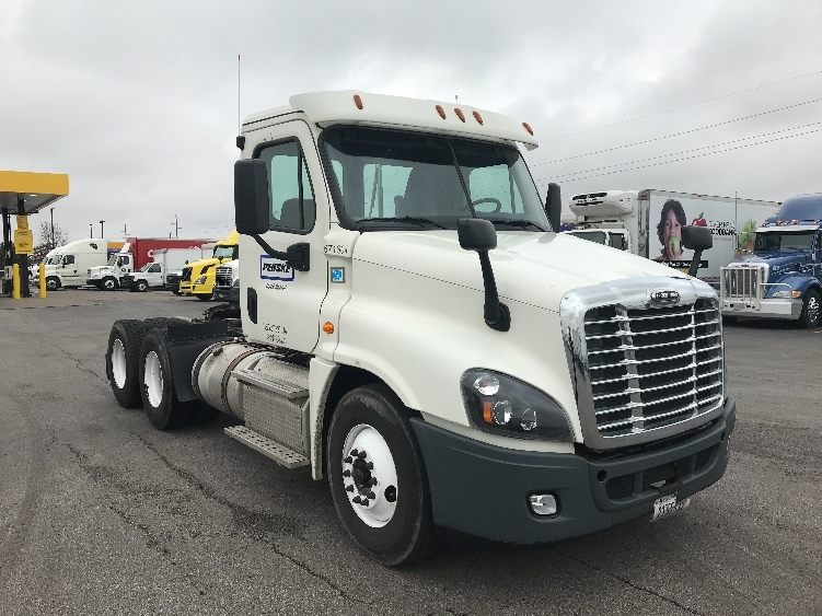 Day Cab Tractor-Heavy Duty Tractors-Freightliner-2014-Cascadia 12564ST-OMAHA-NE-728,121 miles-$29,000
